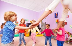 幼儿园新颖的年会方案 在幼儿园里提前感受新年气氛