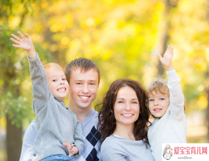 家长孩子的面捡别人的手机 父母的一言一行都会影响孩子