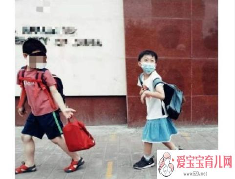 父亲同意儿子穿裙子会影响性别教育吗 如何给孩子做性别教育